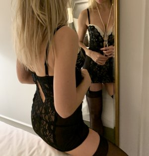 Mouna escort girl in Lawrence